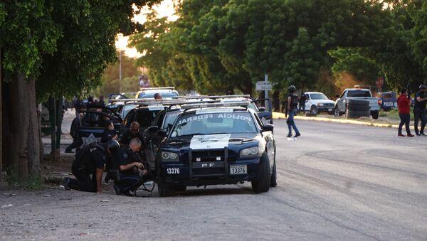 Imágenes sobre los enfrentamientos armados sucedidos el día de  en distintas partes de la ciudad de Culiacán debido a la detención de Ovidio Guzmán - Sputnik Mundo