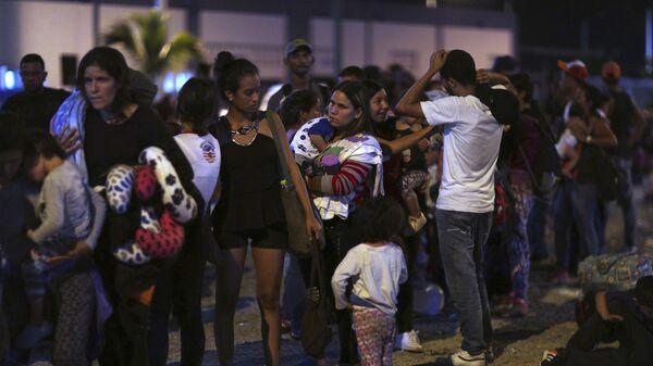 Migrantes venezolanos en la frontera entre Ecuador y Perú - Sputnik Mundo