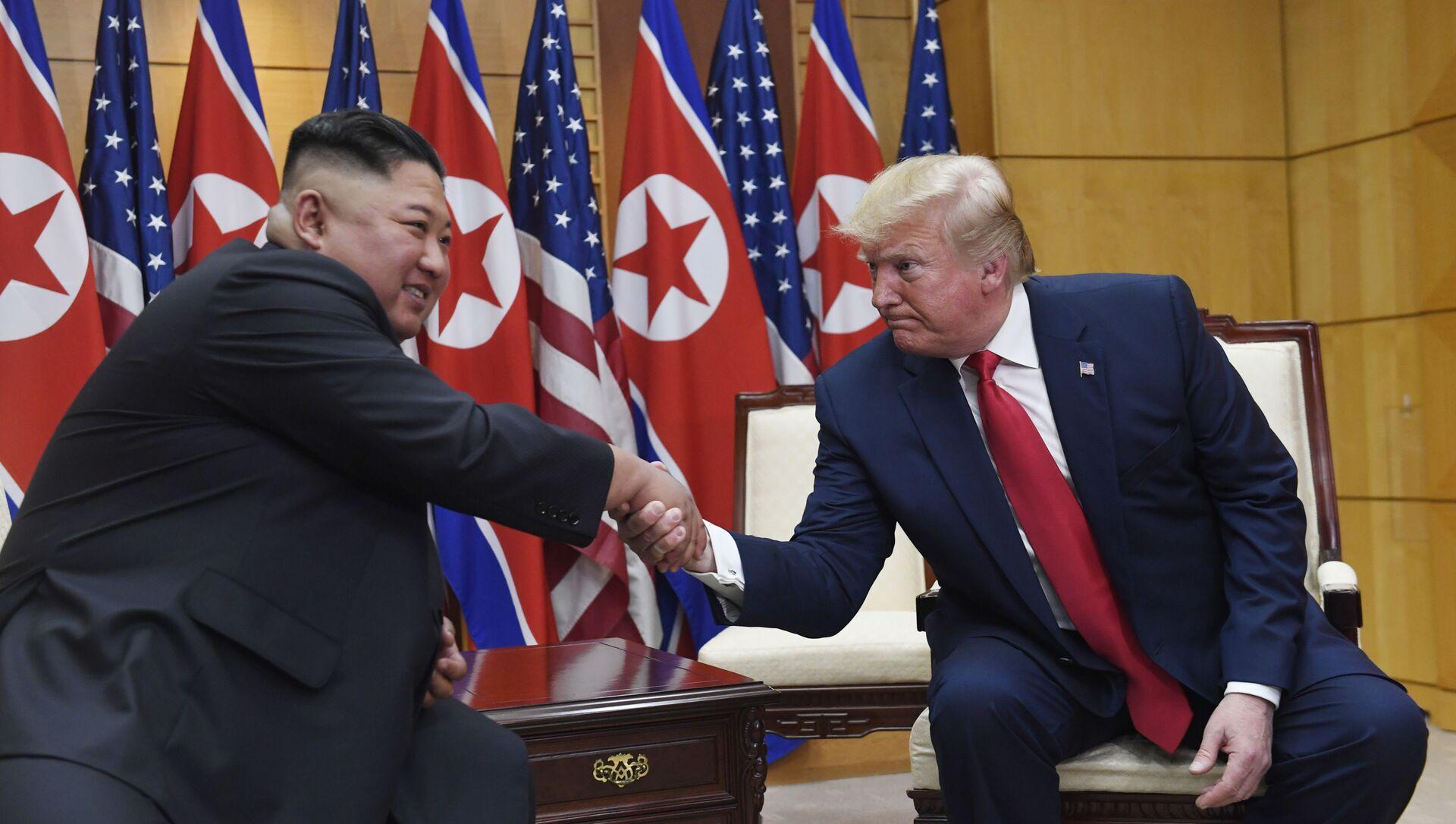 Los líderes norcoreano y estadounidense, Kim Jong-un y Donald Trump - Sputnik Mundo, 1920, 18.03.2021