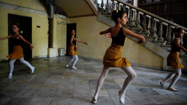 Así se entrenan los alumnos de la Escuela Nacional de Ballet de Cuba  - Sputnik Mundo