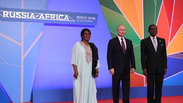 El presidente ruso, Vladímir Putin con su homólogo de de Guinea Ecuatorial, Teodoro Obiang Nguema - Sputnik Mundo