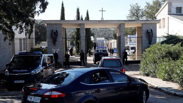 Los restos del dictador español Francisco Franco llegan al cementerio madrileño de Mingorrubio-El Pardo - Sputnik Mundo
