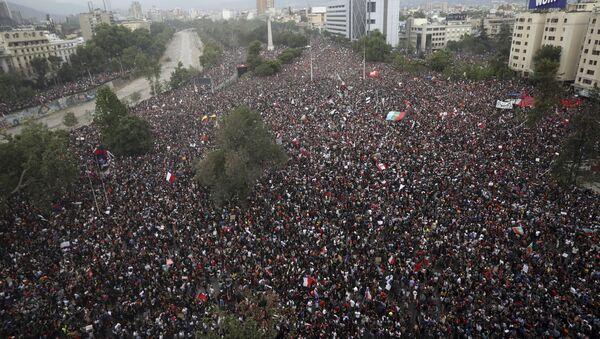 Manifestación en Santiago de Chile - Sputnik Mundo