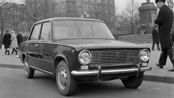 Un Lada zhiguli en las calles de Moscú el octubre de 1970 - Sputnik Mundo