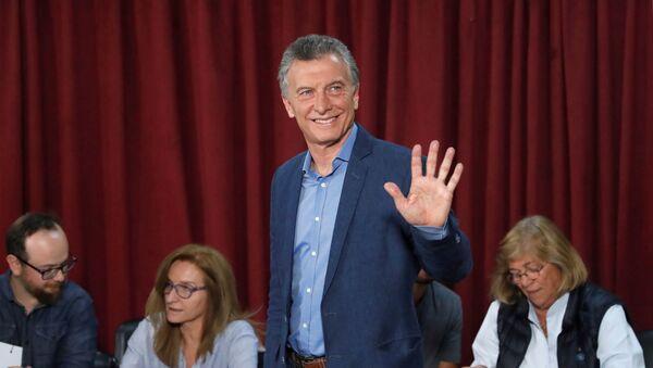 Mauricio Macri, presidente de Argentina, llega al centro electoral para votar en las elecciones presidenciales - Sputnik Mundo