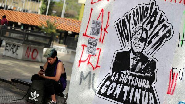 El grafiti en Santiago con el retrato del presidente Sebastián Piñera y el dictador Augusto Pinochet  - Sputnik Mundo