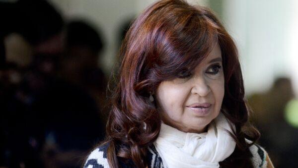 Cristina Fernández de Kirchner al llegar a su centro de votación en Río Gallegos - Sputnik Mundo