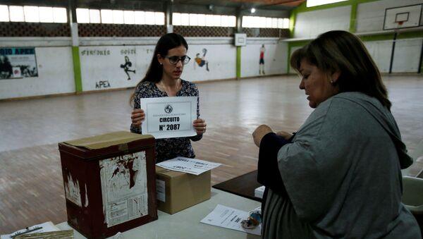Un circuito electoral en Montevideo, durante las elecciones generales en Uruguay - Sputnik Mundo