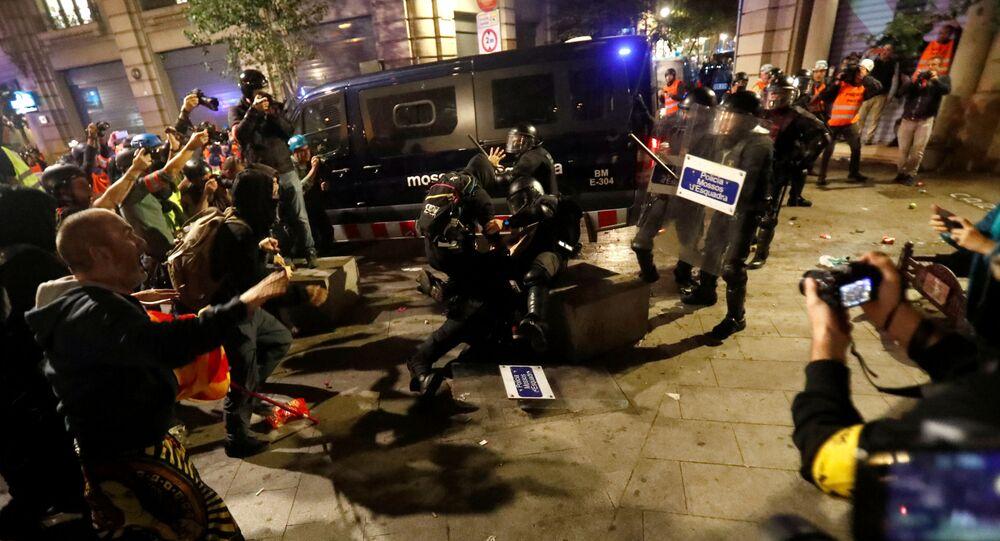 Enfrentamientos entre los manifestantes y la Plocía de Barcelona