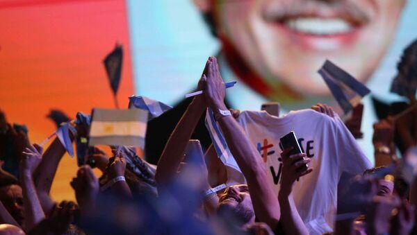 Victoria de Alberto Fernández en las elecciones presidenciales en Argentina - Sputnik Mundo
