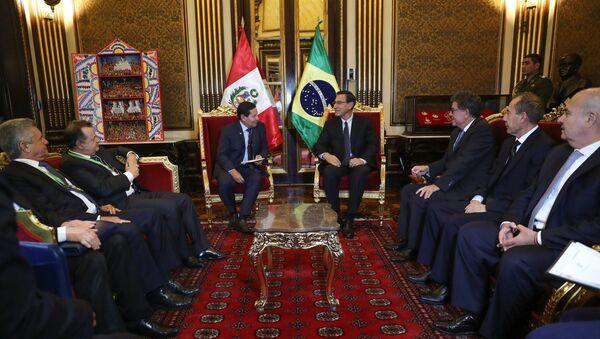 El presidente de Perú, Martín Vizcarra, recibe al vicepresidente de Brasil, Hamilton Mourao, en Lima - Sputnik Mundo