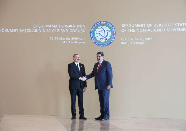 Ilham Aliyev, presidente de Azerbaiyán, junto al presidente de Venezuela, Nicolás Maduro