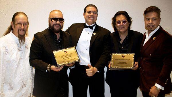 Los compositores de música latina Desmond Child y Rudy Pérez junto a Daniel Martin Subiaut, Edesio Alejandro y Claudio Soberanes - Sputnik Mundo