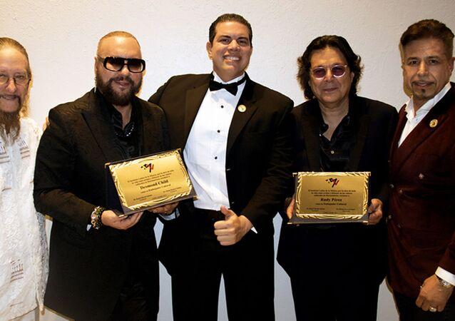 Los compositores de música latina Desmond Child y Rudy Pérez junto a Daniel Martin Subiaut, Edesio Alejandro y Claudio Soberanes