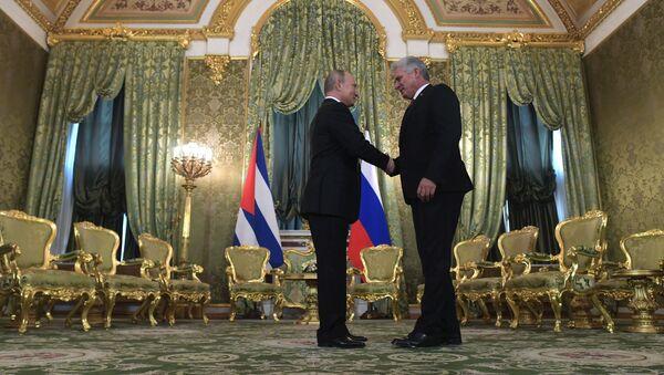 El presidente de Rusia, Vladímir Putin y el presidente cubano, Miguel Díaz-Canel Bermúdez - Sputnik Mundo