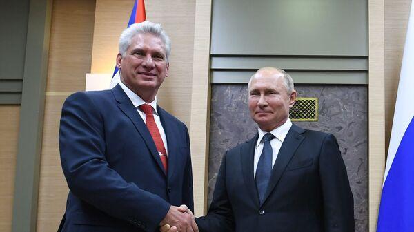 El presidente cubano, Miguel Díaz-Canel Bermúdez, y el presidente de Rusia, Vladímir Putin - Sputnik Mundo