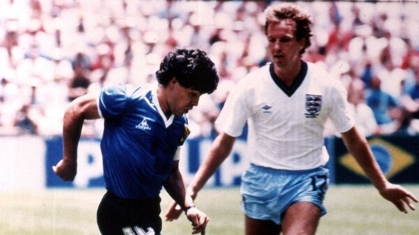 Диего Марадона во время четвертьфинального матча со сборной Англии в рамках ЧМ1986 - Sputnik Mundo
