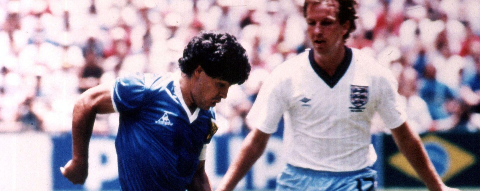 Диего Марадона во время четвертьфинального матча со сборной Англии в рамках ЧМ1986 - Sputnik Mundo, 1920, 22.06.2021