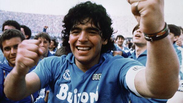 Диего Марадона после победы клуба Наполи в чемпионате Италии, 1987 - Sputnik Mundo