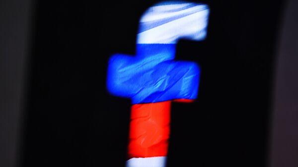 El logo de Facebook con colores de la bandera rusa - Sputnik Mundo