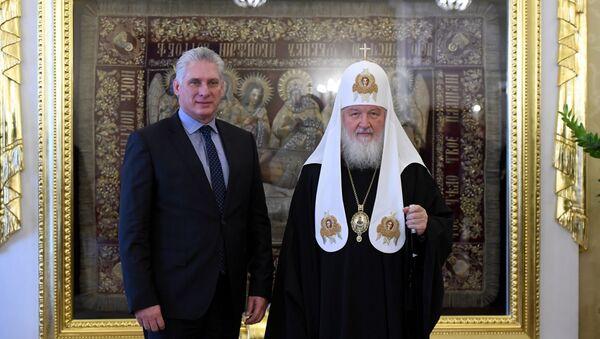 El presidente de Cuba, Miguel Díaz-Canel, con el patriarca de Moscú y toda Rusia, Kirill - Sputnik Mundo