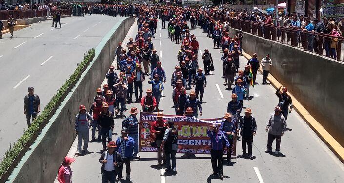Miles de bolivianos bajaron de El Alto a La Paz para respaldar a Evo Morales