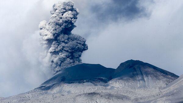 Actividad volcánica en el Sabancaya - Sputnik Mundo
