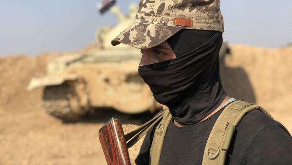 Un combatiente del Ejército sirio - Sputnik Mundo