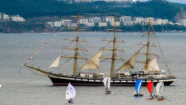 El velero ruso Palada en Vladivosto, Rusia - Sputnik Mundo