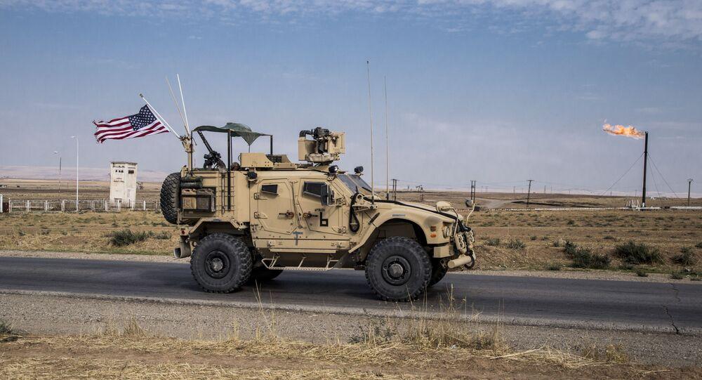 Un patrullaje de EEUU en los campo de petróleo en Siria