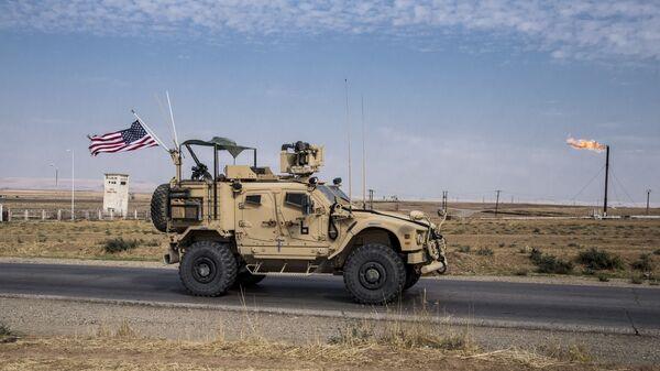 Un patrullaje de EEUU en los campo de petróleo en Siria - Sputnik Mundo