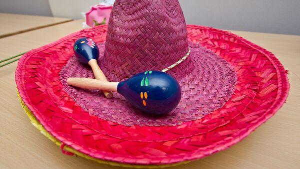 Un sombrero con una maraca, referencial - Sputnik Mundo