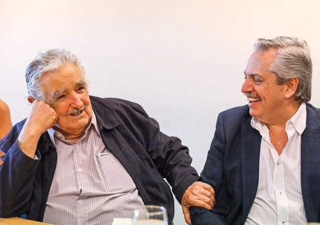 El expresidente uruguayo José 'Pepe' Mujica y el presidente electo de Argentina, Alberto Fernández