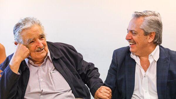 El expresidente uruguayo José 'Pepe' Mujica y el presidente electo de Argentina, Alberto Fernández - Sputnik Mundo