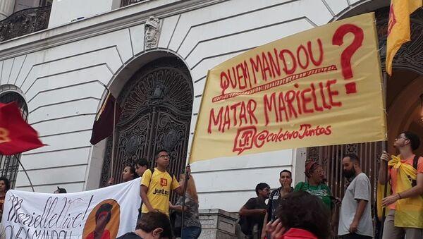 Manifestantes exigen en Rio de Janeiro saber quién mandó matar a la concejala Marielle Franco - Sputnik Mundo