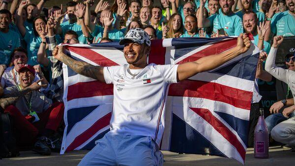 Lewis Hamilton, piloto de Fórmula 1, tras vencer en el Gran Premio de EEUU en Austin, el 3 de noviembre de 2019 - Sputnik Mundo