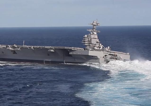 El nuevo portaviones estadounidense USS Gerald R. Ford hace curvas a alta velocidad