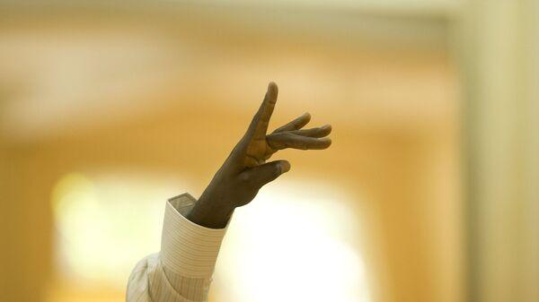 La mano de un afrodescendiente (imagen referencial) - Sputnik Mundo