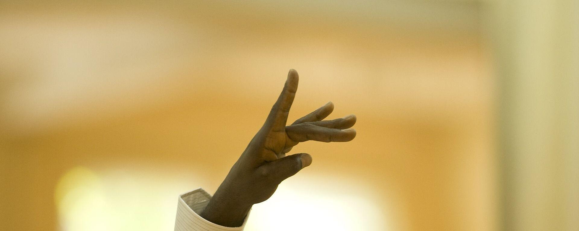 La mano de un afrodescendiente (imagen referencial) - Sputnik Mundo, 1920, 20.03.2021