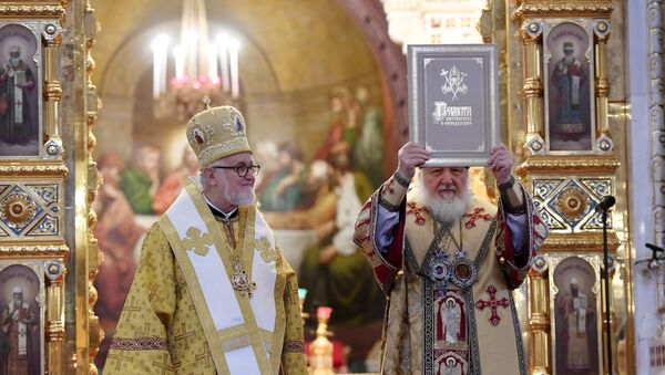 El patriarca ruso Kiril, junto al jefe de la Archidiócesis de Iglesias Ortodoxas Rusas en Europa Occidental, Jean - Sputnik Mundo