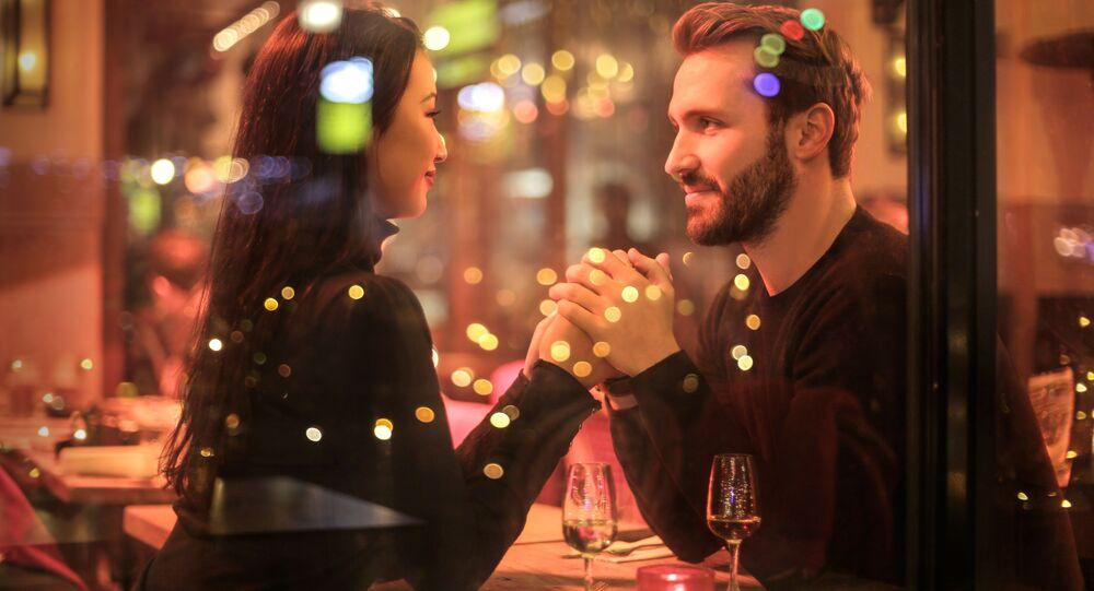 Dos personas en una cita