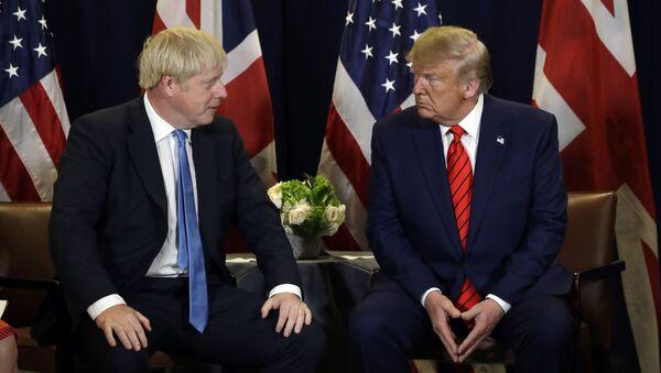 El presidente de Estados Unidos, Donald Trump, y el primer ministro del Reino Unido, Boris Johnson - Sputnik Mundo