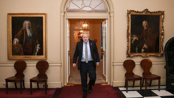 Boris Johnson en el Palacio de Buckingham - Sputnik Mundo