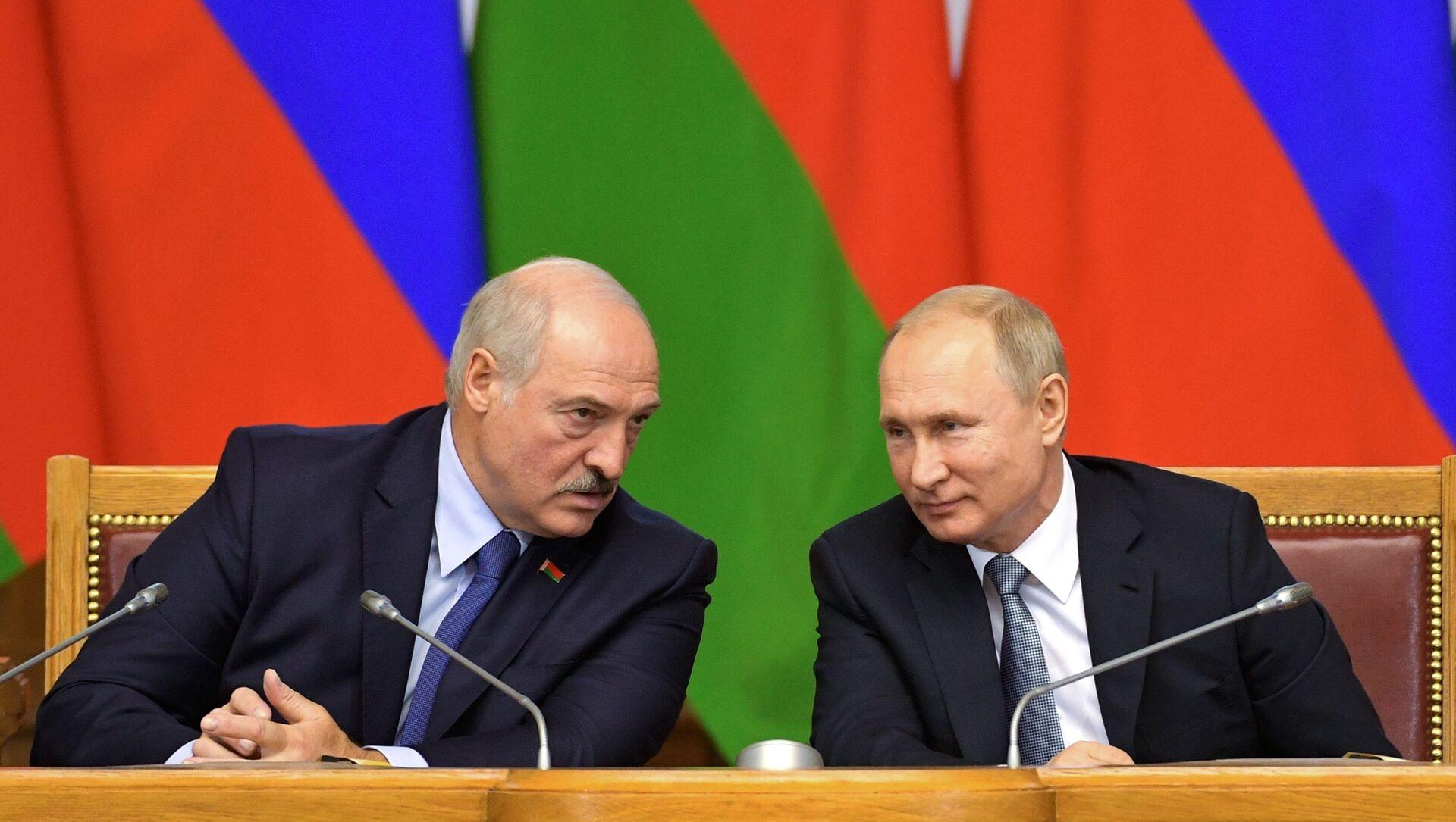 El presidente de Bielorrusia, Alexandr Lukashenko, y el presidente de Rusia, Vladímir Putin - Sputnik Mundo, 1920, 06.11.2019