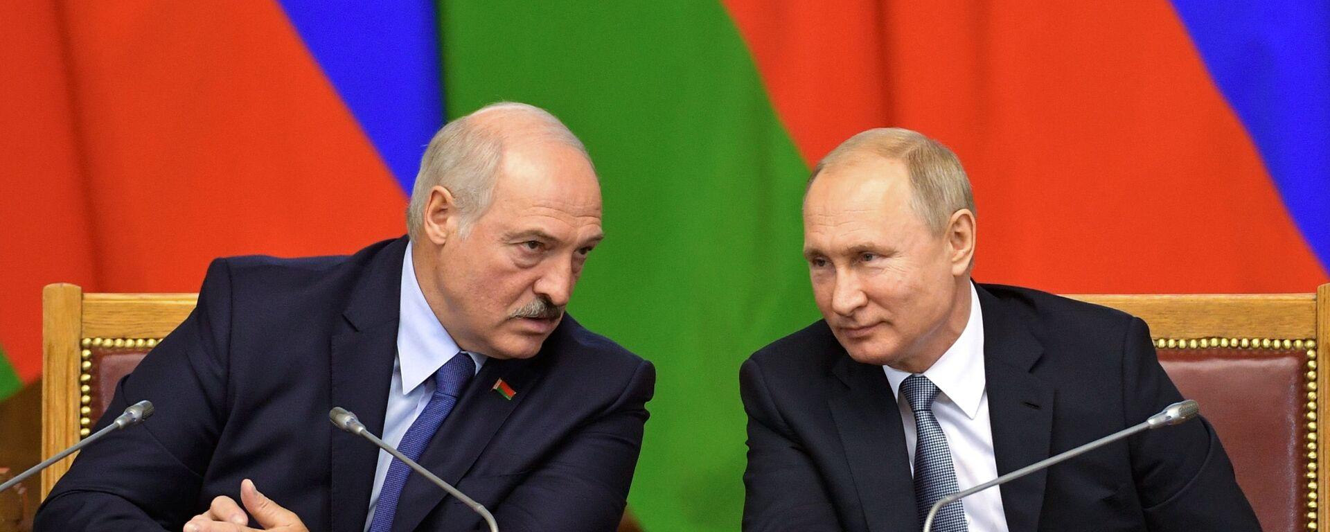 El presidente de Bielorrusia, Alexandr Lukashenko, y el presidente de Rusia, Vladímir Putin - Sputnik Mundo, 1920, 09.09.2021