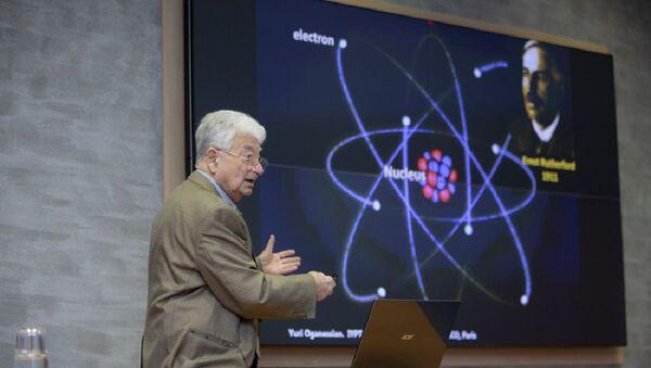 Yuri Oganesián, científico ruso - Sputnik Mundo