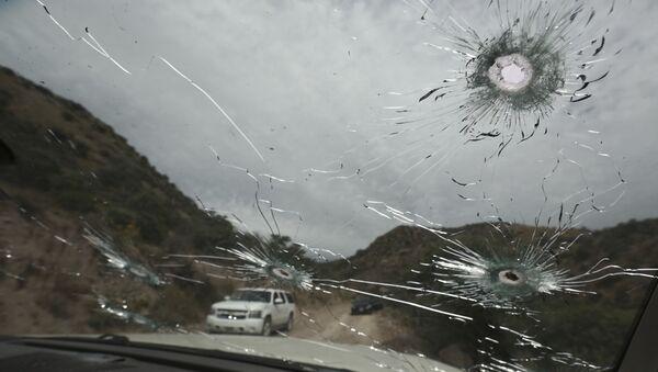 El coche de las víctimas de la masacre de la familia LeBarón - Sputnik Mundo