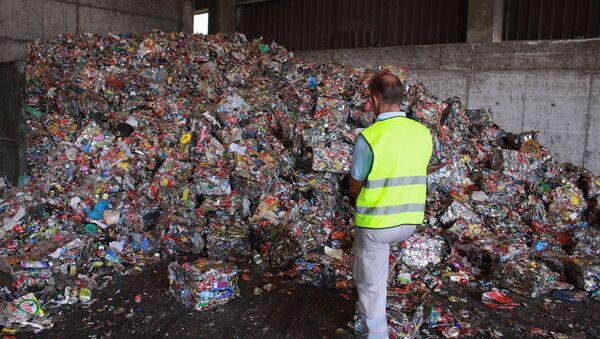 Reciclaje de la basura de plástico en España - Sputnik Mundo