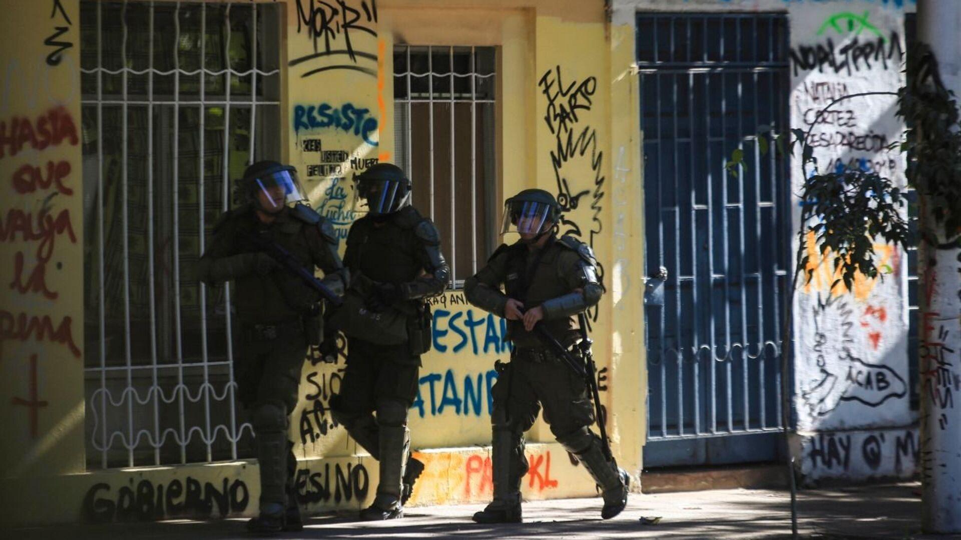 Carabineros de Chile disparan hacia los manifestantes - Sputnik Mundo, 1920, 01.07.2021