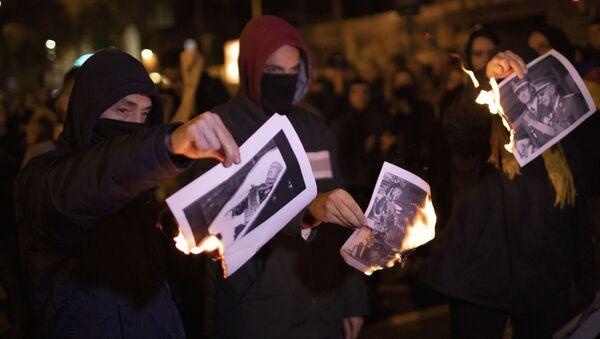 La gente quema las fotos de Francisco Franco - Sputnik Mundo